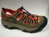Le modèle neuf lacent vers le haut des chaussures de santals de sports de mode