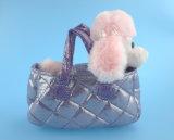 Caniche bonito/cão do brinquedo do luxuoso com seu saco