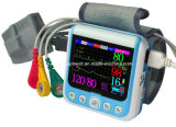0.13kgはHome Care Wrist Home Use Portable Patient Monitorを手保持した