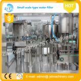 Terminar a água pura que engarrafa produzindo a máquina