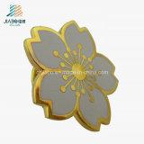 Pin plateado oro al por mayor de encargo de la divisa de la flor del bastidor del precio de fábrica
