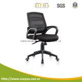 オフィスの椅子か椅子または回転イス
