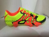 Chaussures confortables du football de sport avec les hommes