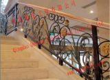 Pasamanos del balcón y de la cubierta del hierro labrado