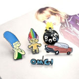 Pinos & Brooches feitos sob encomenda da forma do personagem de banda desenhada Silver-Tone do esmalte do punk