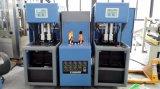 Bottiglia semi automatica dell'animale domestico che fa macchina