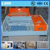 Macchina per incidere di carta della targhetta di taglio del laser del mini tavolo 40W