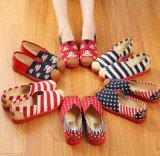 中国の従来の女性の靴の快適な布は身に着けること容易に蹄鉄を打つ