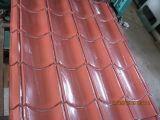 Folhas onduladas do telhado da cor