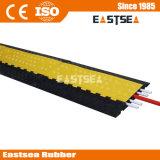 黒く及び黄色の耐久のゴム5チャネルケーブルの傾斜路