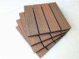 Tuile composée en plastique en bois de paquet recouverte par couleur de mélange