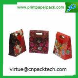 Beau sac personnalisé de papier d'emballage de cadeau avec le traitement découpé avec des matrices