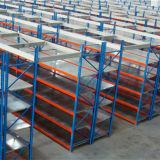 Shelving longo da extensão para o armazenamento da caixa