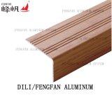 Уравновешивание плитки Alumaiam для того чтобы защитить угол