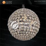 LEDの水晶吊り下げ式の軽い丸いボールのペンダント灯RGB調節可能なOm690