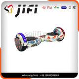 E-Vespa multicolora revelada de dos ruedas