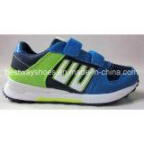 Três cores para sapatos infantis Sapatos casuais