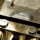 máquina automática de la soldadura por puntos de laser del diodo de la batería del oro 300W para el molde