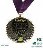 黒く黄色いリボンが付いている最近2つの調子のスポーツメダル