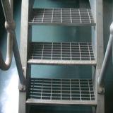 Разные виды гальванизированных решеток для проступей лестницы