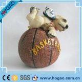 Figurine por atacado do cão da resina da novidade com basquetebol