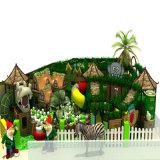 Il gioco di bambini del tetto dell'albero forestale imposta il campo da giuoco dell'interno