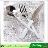 Qualitäts-Edelstahl-Plastikhandgriff-Tischbesteck