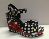 Sandali delle donne del cuneo della signora pattino di cuoio con stampa di puntini