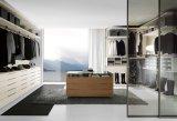 Caminhada européia da mobília do quarto no armário de madeira do Wardrobe