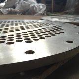 シェルおよび管の熱交換器のための防蝕バイメタルの管シート