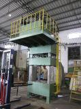 Una pressa idraulica da 300 tonnellate