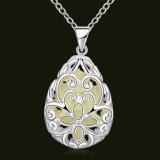 水形によって切り分けられる花ライトネックレス水Pendnatの銀によってめっきされる女性のネックレス