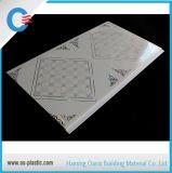 Facile populaire d'installer des modèles de PVC de Cielo Raso de panneau de plafond de PVC pour la chambre à coucher