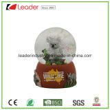 Nuovo mestiere di Polyresin, globo personalizzato della neve del Koala della resina con scintillio all'interno, 65mm per il regalo del ricordo