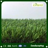 Hierba sintetizada del césped artificial para el paisaje