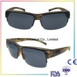 La mode folâtre des lunettes de soleil ajustées au-dessus de faire un cycle et de pêcher la lunetterie