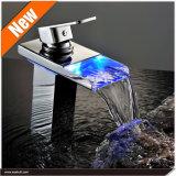 LED-Wasserfall-Badezimmer-Bassin-Hahn