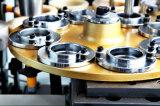 機械を作る熱く、冷たい飲み物の紙コップ