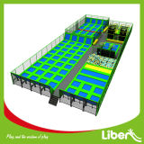 Big dell'interno Trampoline Park con Foam Pit