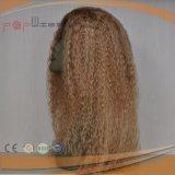 La mano completa ató los clips rizados rubios del trabajo de la tapa del cuero cabelludo del pelo humano en peluca