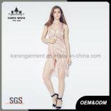 Gilet tricoté rose de cardigan de Karen avec le dos de réseau