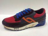 新しいデザイン生活様式の人のための連続したスポーツの靴