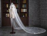 真新しいカテドラルの長さ3メートルの櫛とのアイボリーの結婚式のベール