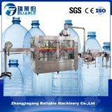 プラスチックびんのばね水充填機