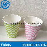 Холодные чашки питья сделанные белой бумагой
