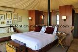 Деревянный шатер дома праздника с роскошным украшением