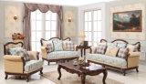 Strato con la Tabella impostata per il sofà del salone