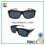 Ajustar sobre óculos de sol que cobrem óculos de prescrição