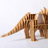Tabela de madeira do lado do dinossauro da novidade