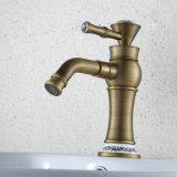 Torneira de bronze da bacia do banheiro de FLG com punho de cristal